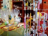 Магазин в Греции с товарами к Пасхе